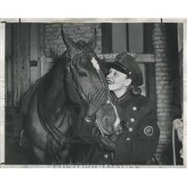 1948 Press Photo Sun Reporter Virginia Marmaduke Tom Acquainted-Loop Traffic