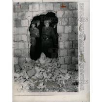 1963 Press Photo Berlin Wall Hole Entrance For Holidays - RRX70985