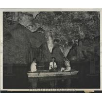 1961 Press Photo Tourists Runaway Caves Jamaica - RRX83789