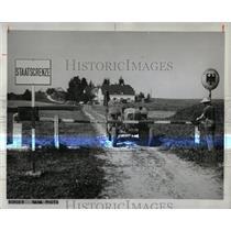 1963 Press Photo Barrier German Austrain Border Post - RRX80675