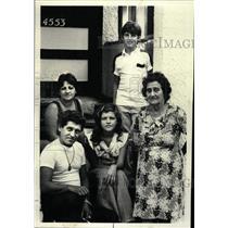 1980 Press Photo Cuban Refugees Chicago Northwest Side - RRW24401