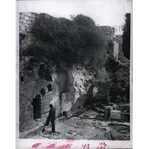 "1956 Press Photo Jerusalem's ""Garden Tomb"" - RRX70797"
