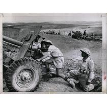 1955 Press Photo Israeli army battery maneuver position - RRX63035