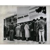1959 Press Photo Crowd of Germans in Amerika Haus. - RRW66999