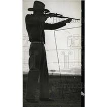1937 Press Photo Rustler Using Gun Cattle Rustling - RRW99979