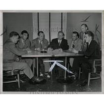 1947 Press Photo Ford Council Contract Talks.
