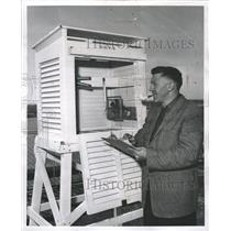 1958 Press Photo Meteorologist takes readings at O'Hare - RRW38467