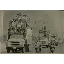 1975 Press Photo Refugees southward Bikes North Viet - RRX79277