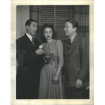 """1941 Press Photo Willie Shore, Mary Rolfe & Jack Sheehan """"See My Lawyer"""""""