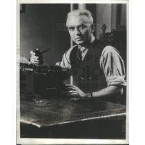 1944 Press Photo Commentator Leland Stowe - RSC32169
