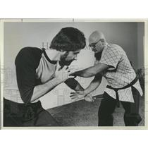 1982 Press Photo Degerberg Academy Martial Arts founder - RRX97951