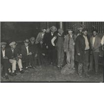 1927 Press Photo Men In Police Station Bull Pen Awaiting Liquor Charges