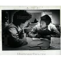 1980 Press Photo Dang refugee Laos English Friend
