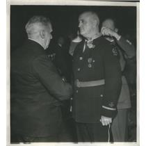 1936 Press Photo American Legion's Commander Ray Murphy honored by France