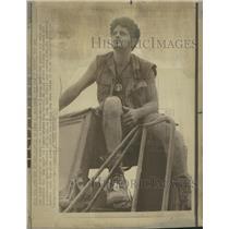 1971 Press Photo GI models his version of his uniform - RRW38231
