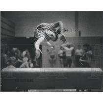 1982 Press Photo Deanna Schwartz Gymnast In Air For Long Horse Vaulting