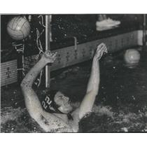 1972 Press Photo Loyola Water Polo Team John Pflaumner Practice - RSC98975
