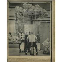 """1974 Press Photo Boy Scout's """"Balloon Man"""" - RRW40229"""