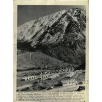 1943 Press Photo Village House Chromite Miners - RRX65495