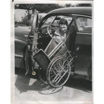 1949 Press Photo Handicapped Attorney Moss Setting Up Wheelchair From Car