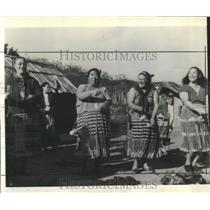 1943 Press Photo New Zealand Village People - RRX81103