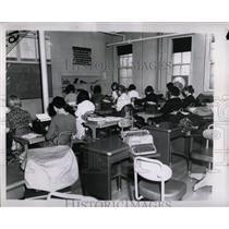 1963 Press Photo Girls Learn Typing Good Shepherd Grace - RRW69073