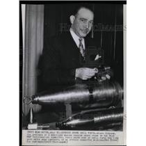 1946 Press Photo Henry Garsson Shell Parts Mead War - RRX71491