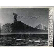 Press Photo Seattle Mt. Veniaminof Erupts - RRX79271