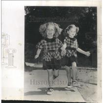 1952 Press Photo Patricia & Pamela O'Neil Poster - RRW38645