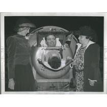1940 Press Photo Fed Snite Jr Chicago Lying Iron Lung Hospital Paralysis Vistim