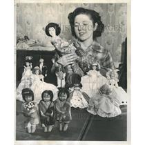 1952 Press Photo Gene Peavey Maywood Collection Dolls - RRW40109