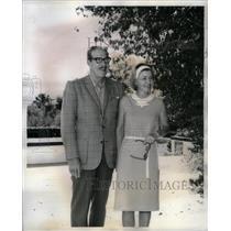 1965 Press Photo JC Dozier Phoenix paradise Inn resort - RRX56881