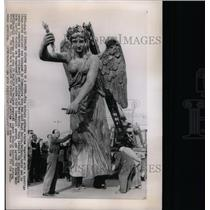 1958 Press Photo Victory Goddess Statue East Berlin - RRX70541