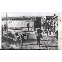 1954 Press Photo Russia Don River Women Carry Laundry - RRX99103