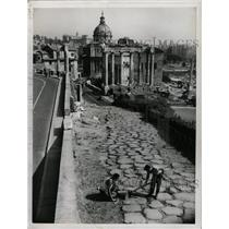 1955 Press Photo Italian Historical Roman Roads Repair - RRX70963