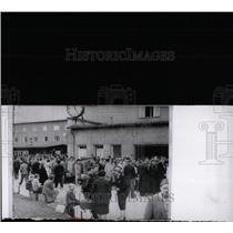 1962 Press Photo Mariamfelde Camp West Berlin Crowd - RRW70855