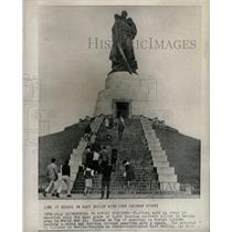 1961 Press Photo Berlin Germany Soviet Memorial - RRX70943