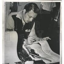 1956 Press Photo Carlos Ortega Continues News Paper - RRX89007