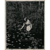 1951 Press Photo Liston Elkins wades into swamp - RRW26349