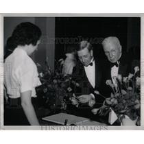 1952 Press Photo William Scripps Edgar White comb Radio