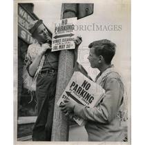 1952 Press Photo Back Yards council School Kids Sign - RRW22815