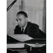 1938 Press Photo Robert Casadesus French Pianist - RRX48547