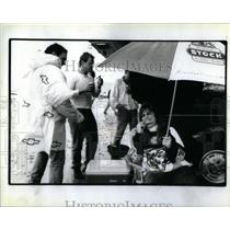 1990 Press Photo Chicago Bears Fans Tailgate - RRX12041