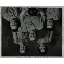 1947 Press Photo Lus tre Creme Women Bowling Team - RRW00223