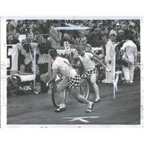 1952 Press Photo Russ Keller Ruff bicycle relay race