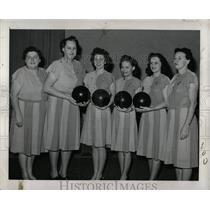 1946 Press Photo Edwardian Coy Connie Powers Elvira - RRW00235