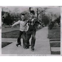 1953 Press Photo Boys skating by skating roller shoes. - RRW00409