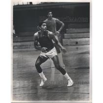 1980 Press Photo Billy Foster Chicago Bull player training Basketball game