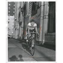 1962 Press Photo Mrs George Omdenchuck sktaer cyclist - RRW42969