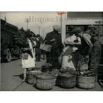 1924 Press Photo market saturday seafood